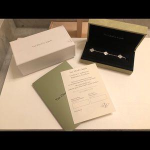 5 Motif MOP White Gold Plated Bracelet VCA